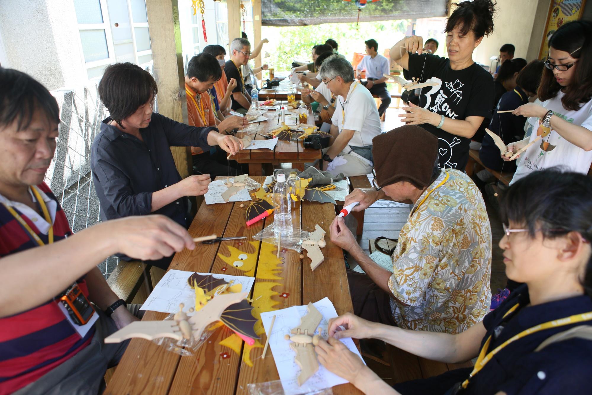 日本團客額外預約的蝙蝠燈籠和蝙蝠木偶DIY