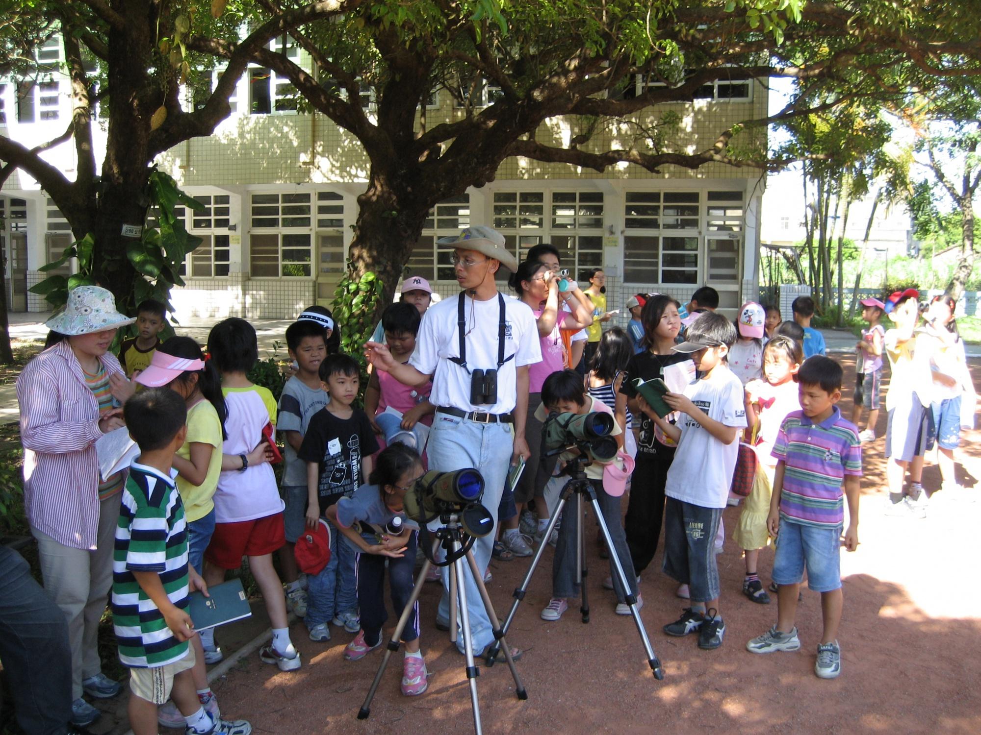 2007年張老師引領社區親子賞鳥